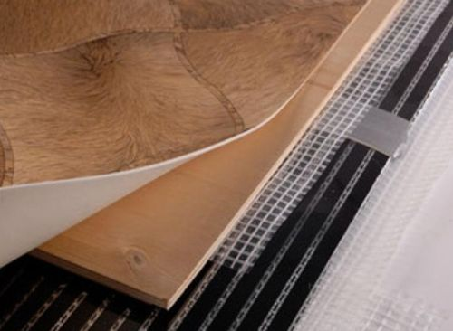 Как правильно подобрать линолеум для укладки на теплый пол: главные критерии